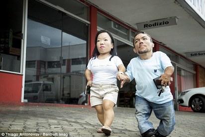 全球最矮情侶 90cm
